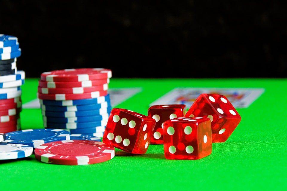 Illegale gokkers worden door handhavers verjaagd